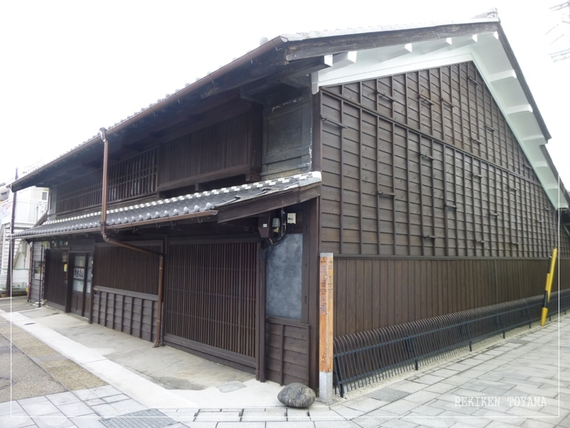 9-232 梅田家 黒板壁の商家_R.JPG